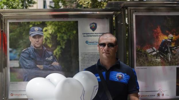 Полицаят, който стана такъв в знак на синовна обич