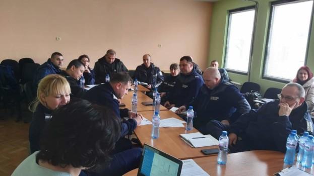 Втора фокус – група с полицейски служители